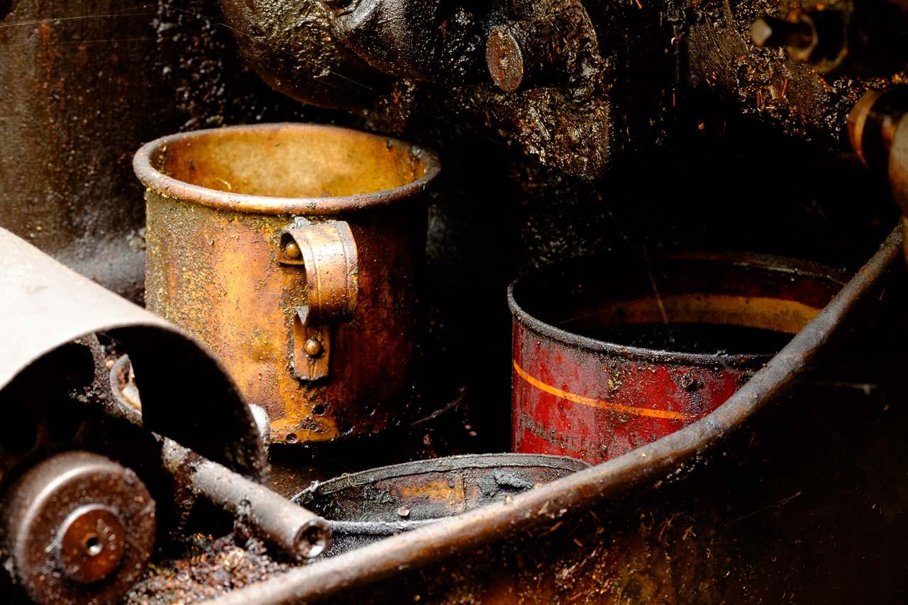 oily pots